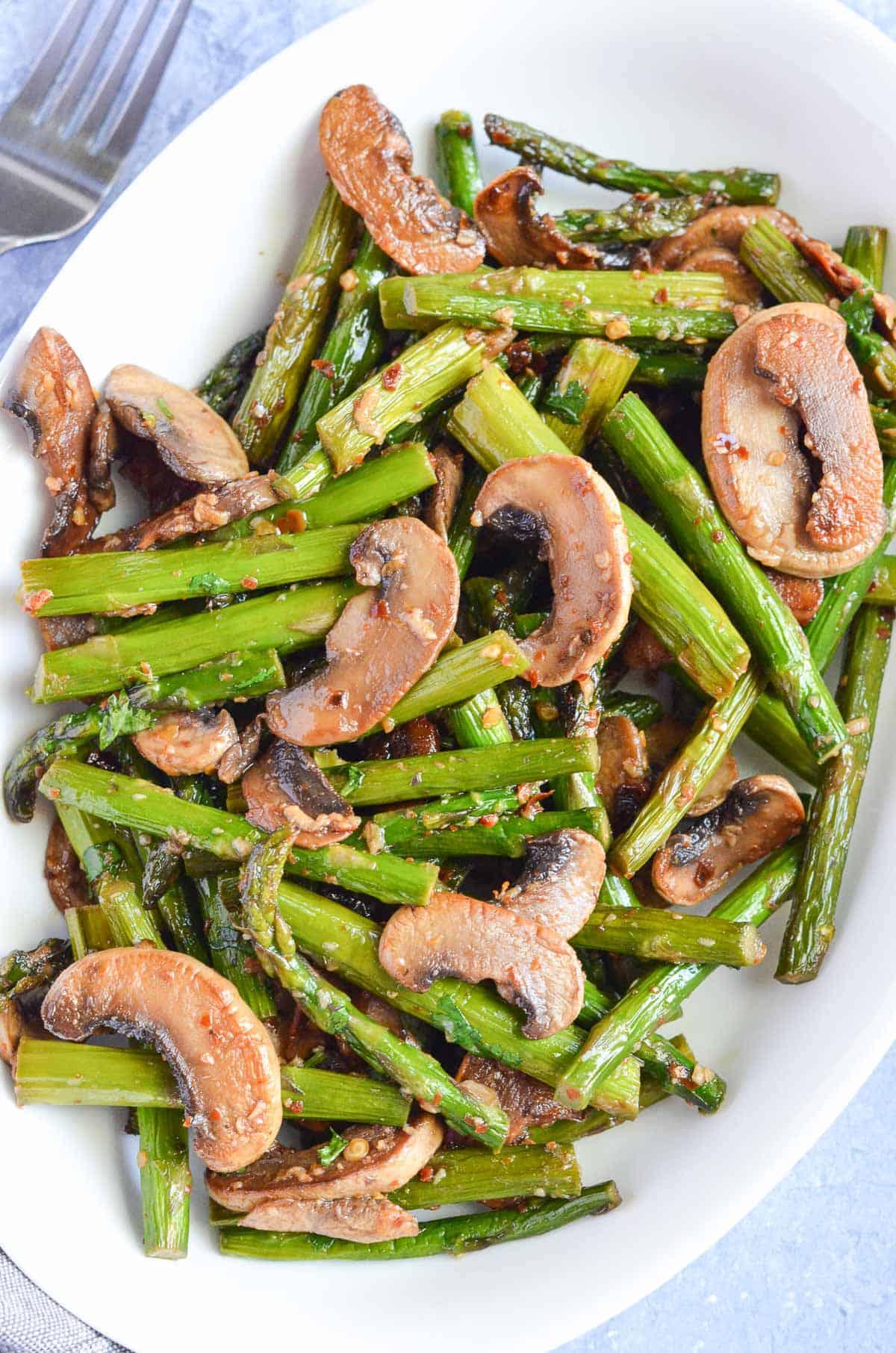 a close up click of the veggies.